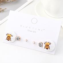 韩版小清新时尚百搭可爱简约小蜜蜂耳钉套装(白色)