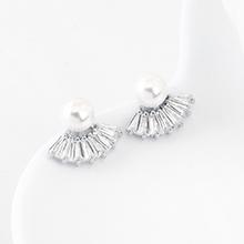 AAA级锆石耳钉--扇圆珠(白金)