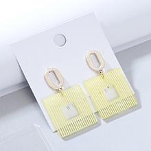欧美时尚创意大气流行树脂镂空耳钉(浅黄)