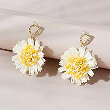 欧美百搭时尚创意个性ins潮花儿朵朵耳钉(白色+黄色)