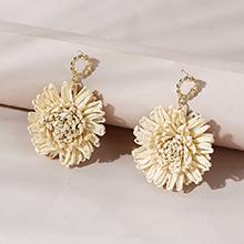 欧美百搭时尚创意个性ins潮花儿朵朵耳钉(米白色)